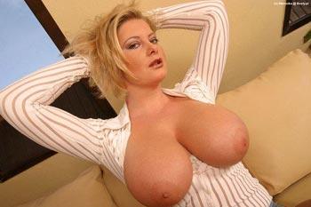 Tit para tetas frotarse los senos