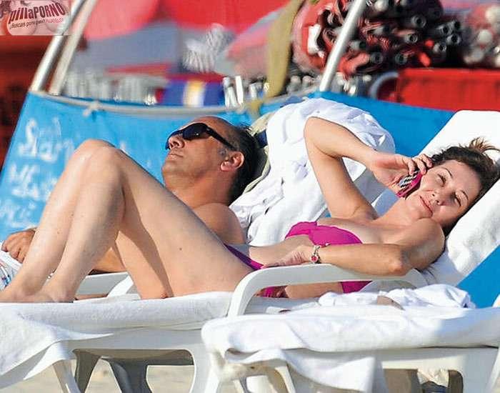 Ana Rosa Quintana en bikini en la playa - foto 1