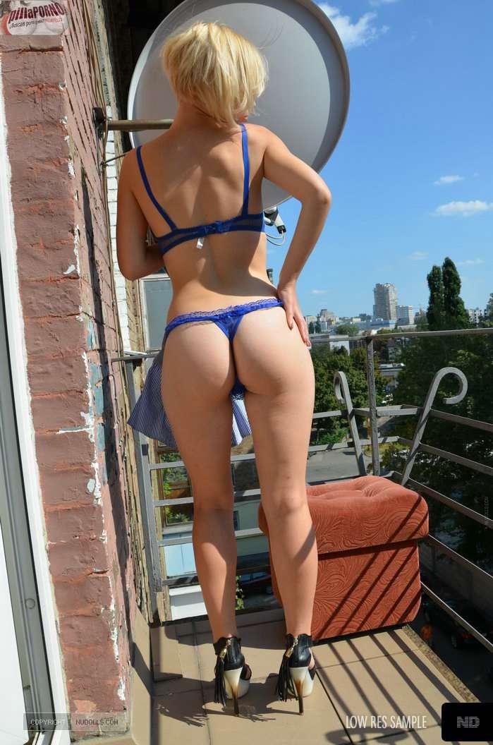 Mi vecina se despelota en la terraza - foto 3