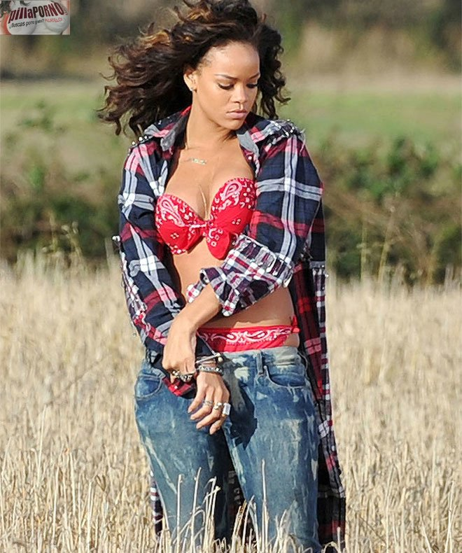 Las fotos robadas de Rihanna haciendo topless - foto 1
