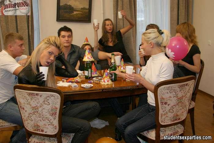 Mas fiesta y sexo, esta juventud no se cansa - foto 2
