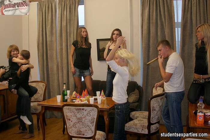 Mas fiesta y sexo, esta juventud no se cansa - foto 4