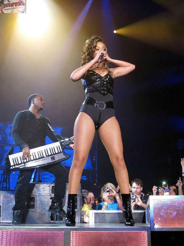 Cristina aguilera vs Rihanna - foto 4