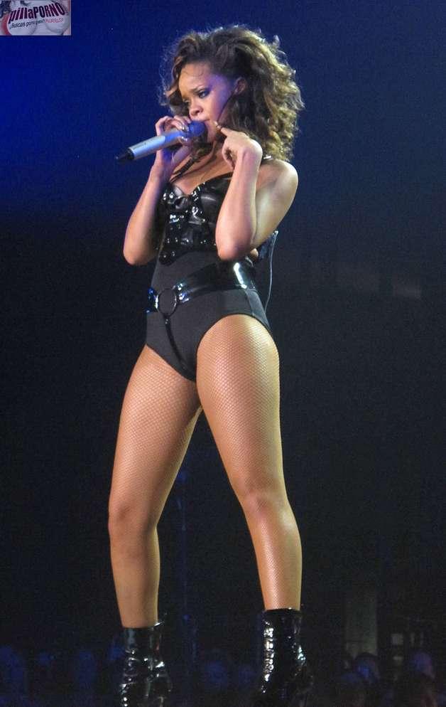 Cristina aguilera vs Rihanna - foto 6