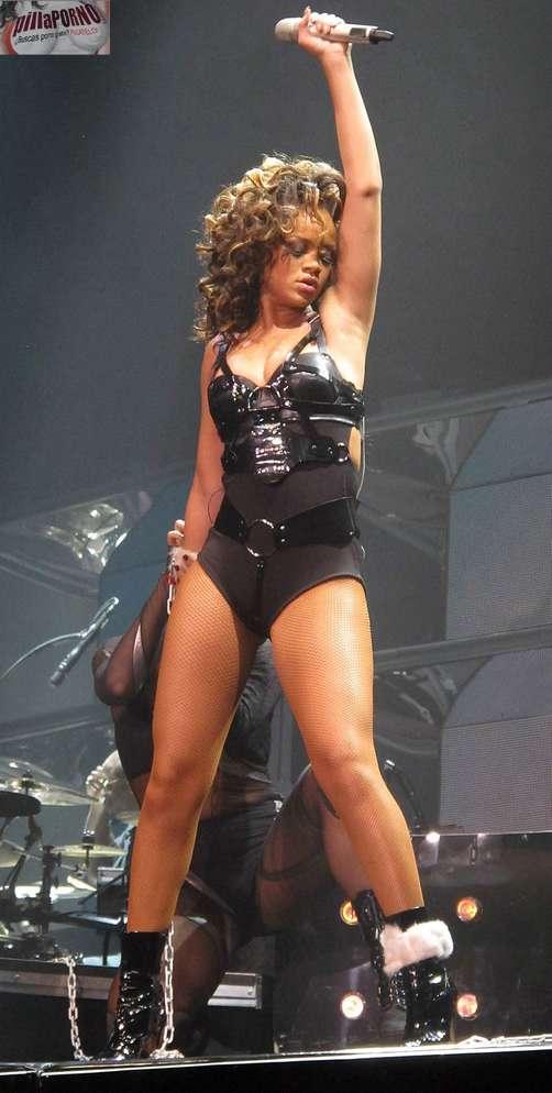 Cristina aguilera vs Rihanna - foto 7