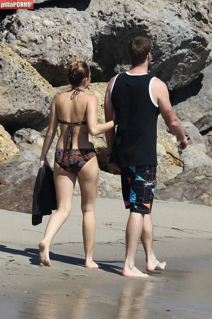 Miley Cyrus en bikini en las playas de Malibu - foto 2