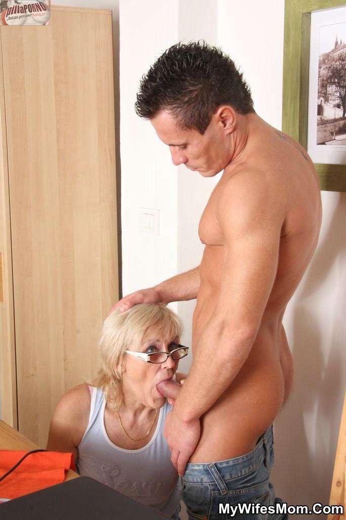 Le levanto la falda a mi suegra - foto 5