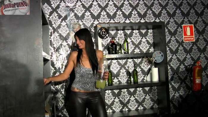 Ana, camarera de discoteca con el culo roto - foto 1