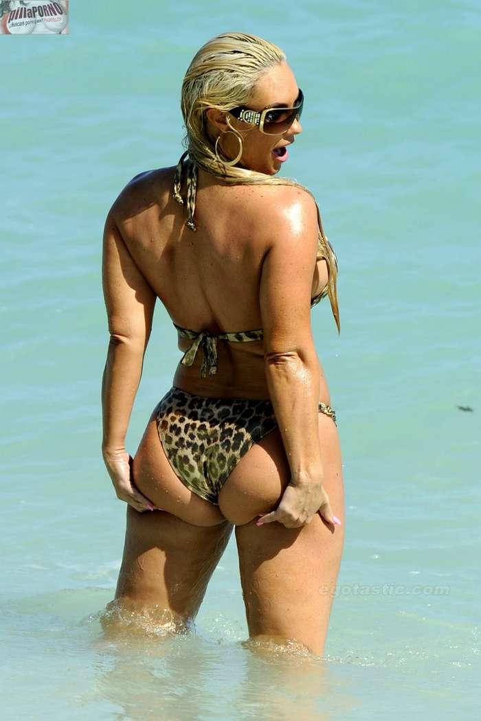 Nicole Coco Austin con un diminuto bikini - foto 2