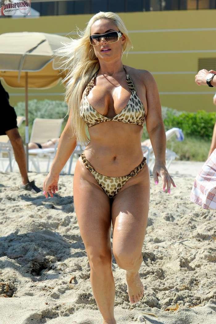 Nicole Coco Austin con un diminuto bikini - foto 10