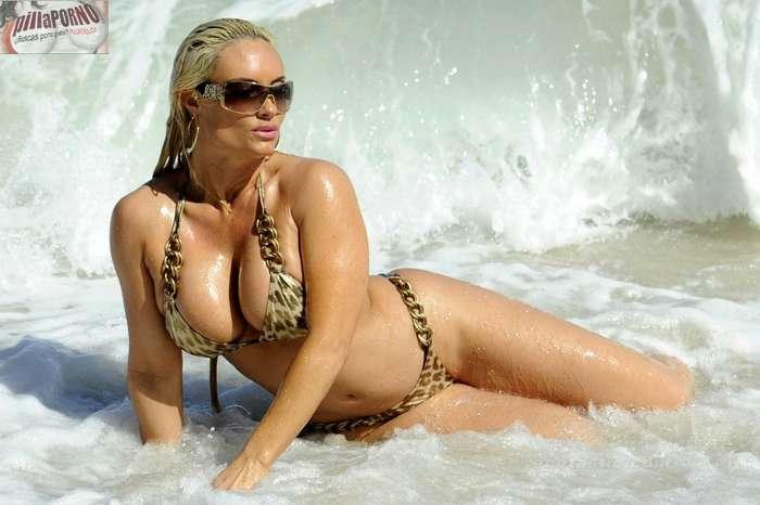 Nicole Coco Austin con un diminuto bikini - foto 12
