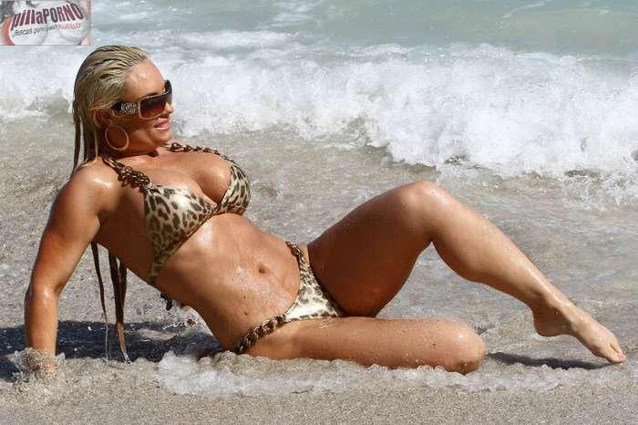 Nicole Coco Austin con un diminuto bikini - foto 14