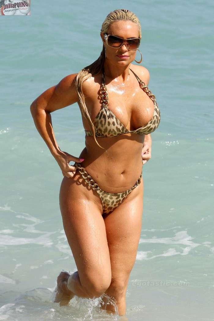 Nicole Coco Austin con un diminuto bikini - foto 17