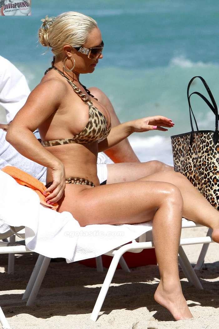 Nicole Coco Austin con un diminuto bikini - foto 18