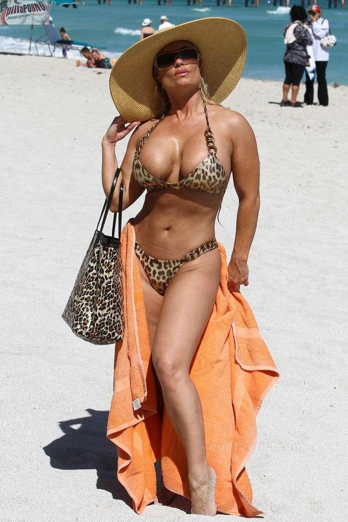Nicole Coco Austin con un diminuto bikini - foto 19