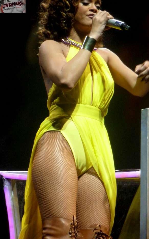 Rihanna marcando coño en un concierto - foto 9