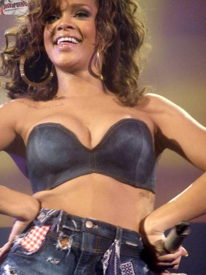 Rihanna marcando coño en un concierto - foto 10