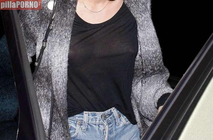 Miley Cyrus sin sujetador marcando pezones - foto 12