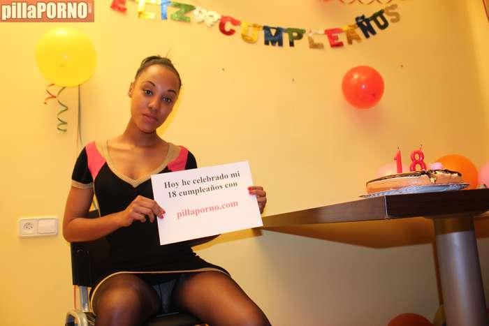 Celebra su 18 cumpleaños follando - foto 2