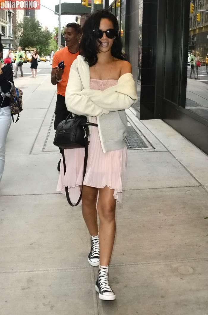 Rihanna de paseo por Nueva York - foto 4