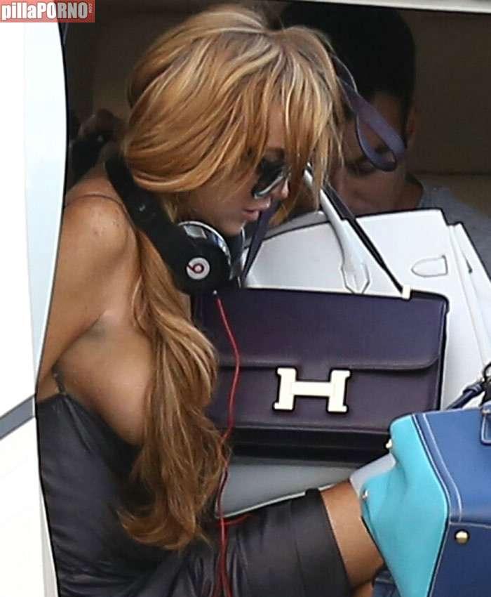 La teta al aire de Lindsay Lohan - foto 1