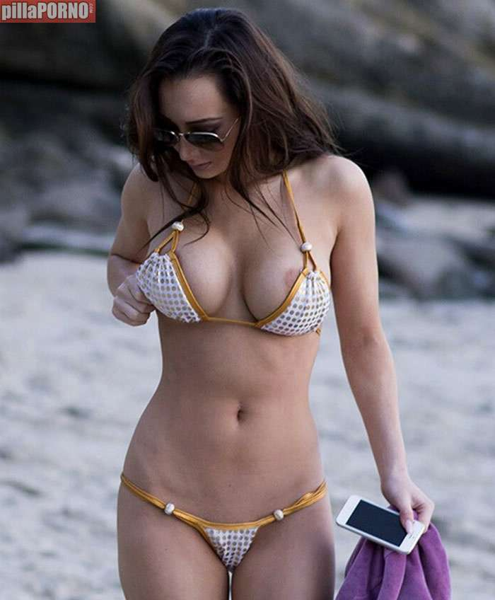 Amy Markham: mucha teta para tan poco bikini - foto 1
