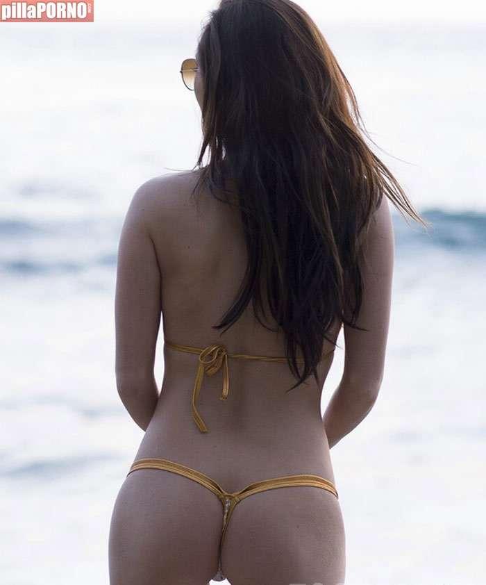 Amy Markham: mucha teta para tan poco bikini - foto 2
