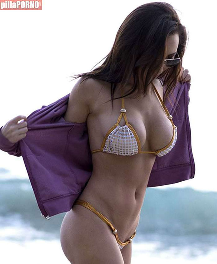 Amy Markham: mucha teta para tan poco bikini - foto 4