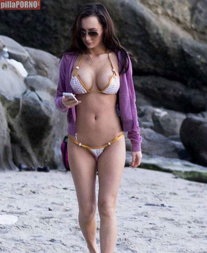 Amy Markham: mucha teta para tan poco bikini - foto 11