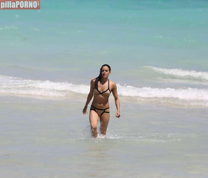 Impresionante Michelle Rodriguez en bikini - foto 8