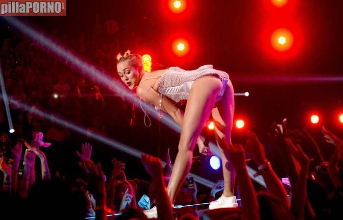 Miley Cyrus muy caliente en los premios MTV - foto 3