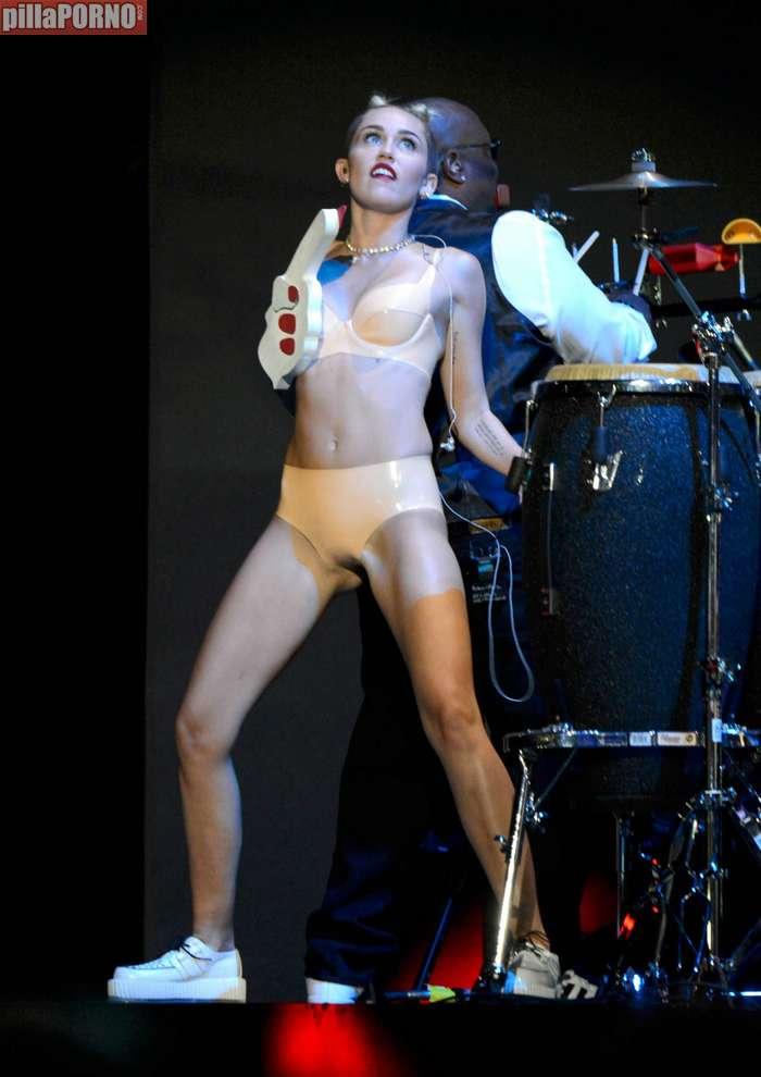 Miley Cyrus muy caliente en los premios MTV - foto 11