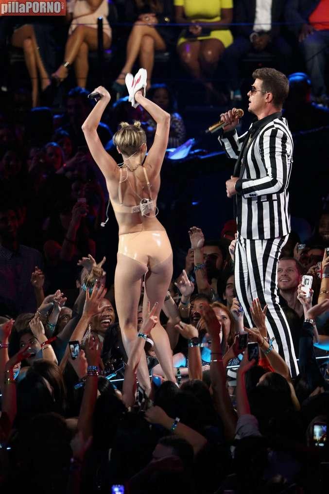 Miley Cyrus muy caliente en los premios MTV - foto 15