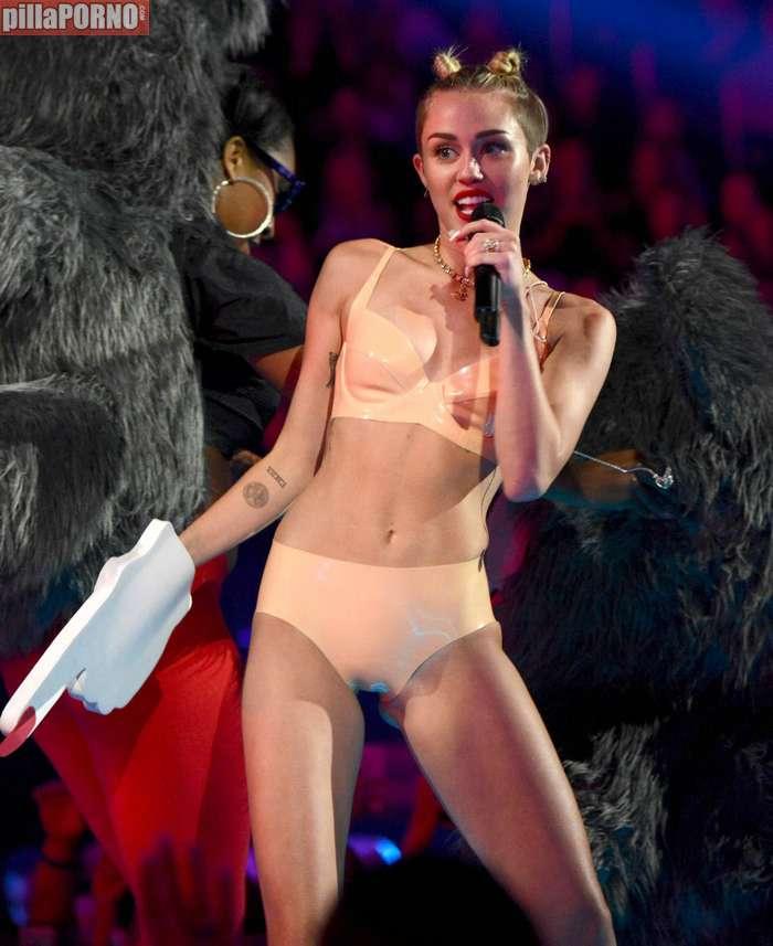 Miley Cyrus muy caliente en los premios MTV - foto 17